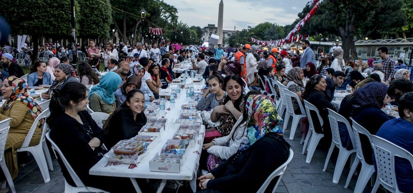 IFTAR IN SULTANAHMET BRINGS THOUSANDS AROUND TABLE