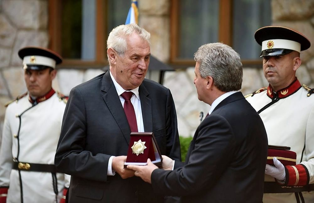 Macedonian President George Ivanov (2-R) awarded the president of the Czech RepublicMilos Zeman (2-L) with the 'September 8' award in Ohrid, The Former Yugoslav Republic of Macedonia, 09 June 2016. (EPA Photo)