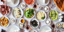 Big Turkish breakfast raises concerns of food waste