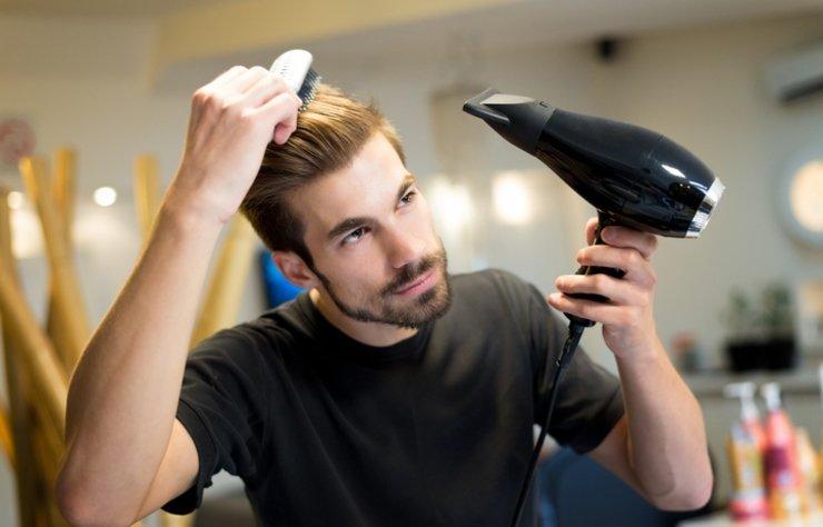 Erkeklerin saç ve sakal görünümü karşı taraf açısından oldukça önemlidir. Dış görünüşü büyük oranda etkileyen saç ve sakalın çekici görünmesi için bazı bakımların düzenli olarak uygulanması gerekir. İşte sizler için derlediğimiz saç ve sakal bakımındaki püf noktalar…