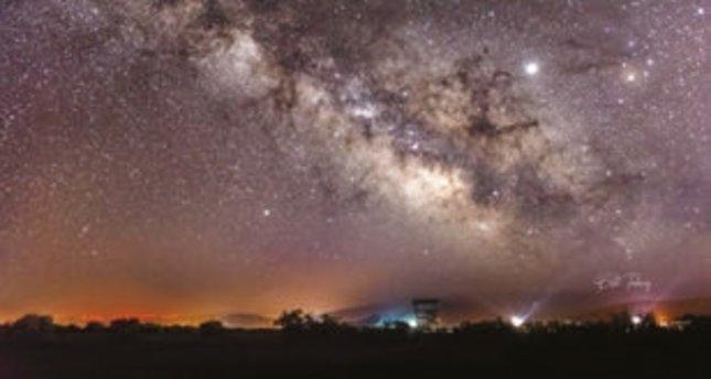 Gökyüzü fotoğrafçılığı karanlık bir pencereden evreni aydınlatmak gibi…