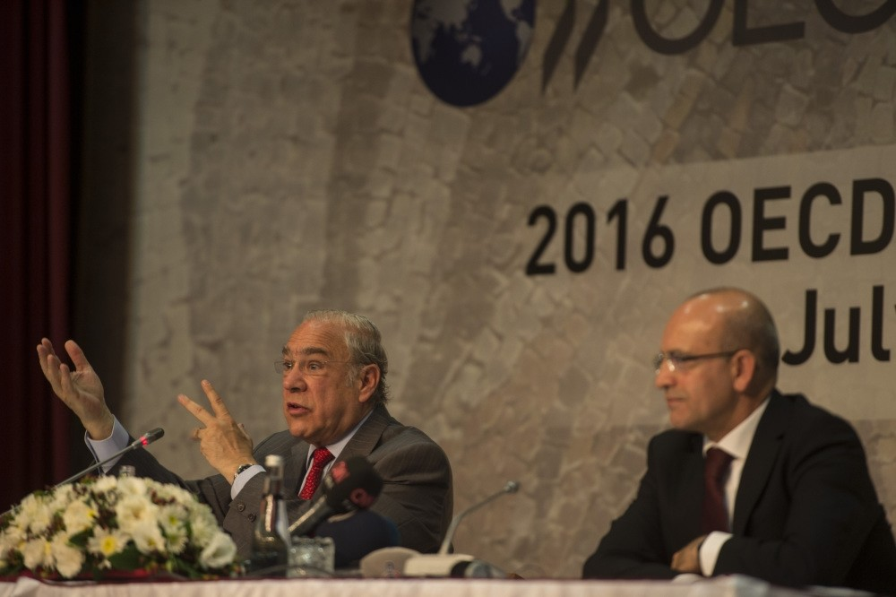 The OECD 2016 Economy Survey of Turkey was announced in the press meeting in Gaziantep attended by OECD Secretary-General Angel Gurria (L) and Deputy Prime Minister Mehmet u015eimu015fek.