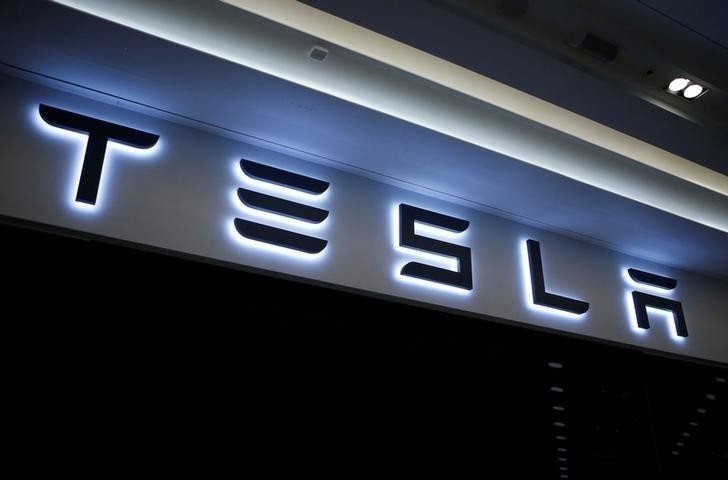 A Tesla logo is seen at its planned store in Hanam, South Korea, December 22, 2016. (REUTERS Photo)
