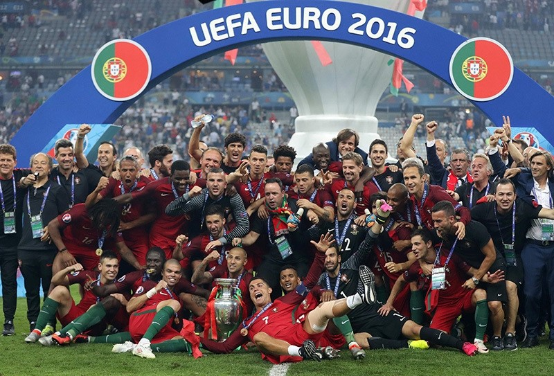 Portugal's squad and teammates pose with the trophy as they celebrate after beating France during the Euro 2016 final football match at the Stade de France in Saint-Denis, north of Paris, on July 10, 2016. (AFP Photo)