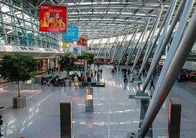O havalimanında 14 türk yolcu bekletiliyor