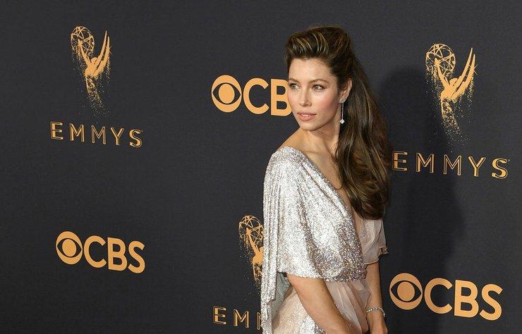 Ünlü isimler, dün gerçekleşen 69. Emmy Ödülleri'nde şık seçimleriyle dikkat çekti.