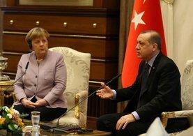 Erdoğan'dan dost uyarısı: DEAŞ neyse FETÖ de odur