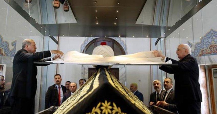Yavuz Sultan Selim'in kaftanı 12 yıl sonra türbesine döndü