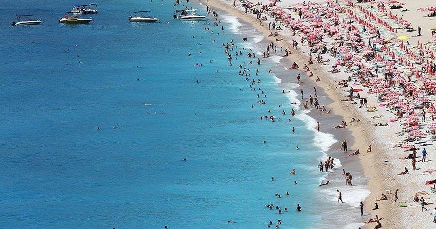 Alman ve Rus turistler akın akın Antalyaya geliyor