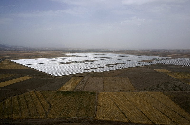 An aerial view of Andasol solar power station near Guadix, southern Spain August 8, 2015. The plant is the biggest solar farm in the world and provides electricity for up to about 500,000 people. (Reuters Photo)