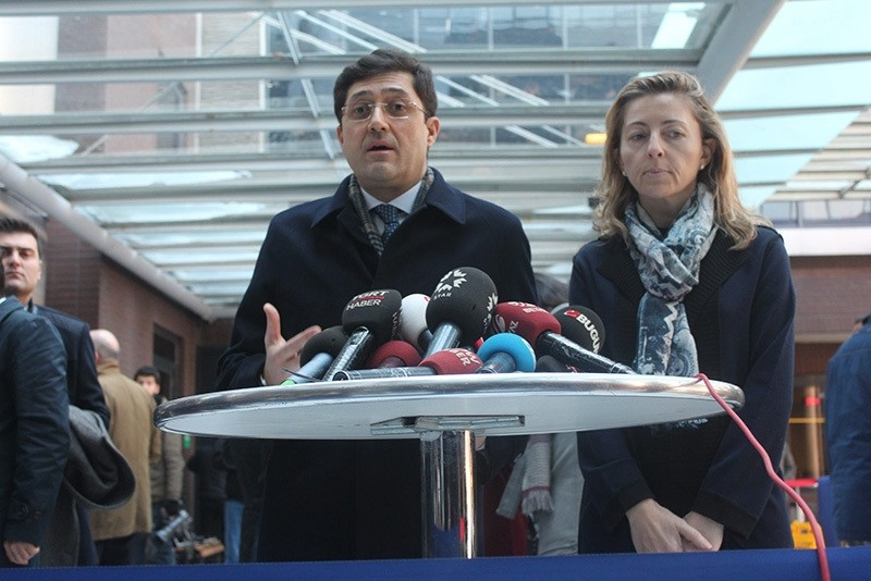 Murat Hazinedar (L) speaks to the press in front of American Hospital in u015eiu015fli, Istanbul, Jan. 21, 2016. (Photo: Sabah / Sercan Incesu)