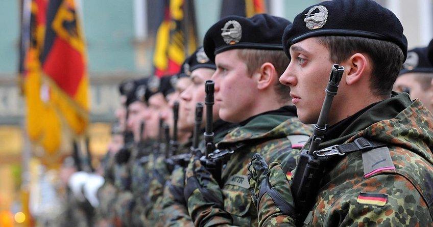 Almanya zorunlu askerliği tartışıyor