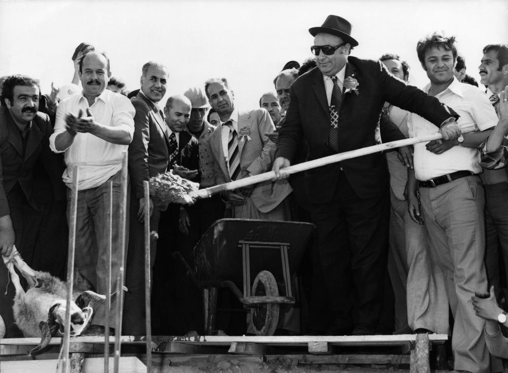 Late Prime Minister Su00fcleyman Demirel (R) at a ceremony. Demirel was forced to resign right after the 1971 military memorandum.