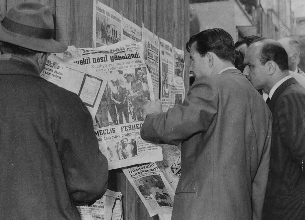 Citizens at a newsstand read of the arrest of Prime Minister Menderes after the coup in 1960.