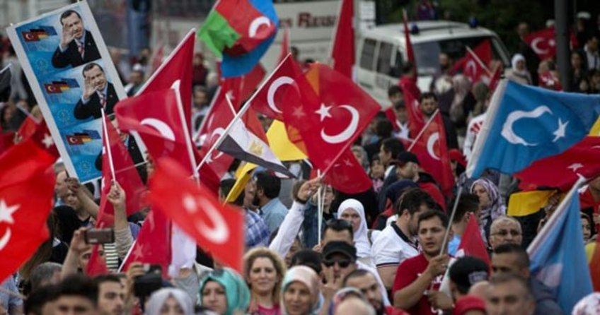 Almanya'da Türk iş adamalarına 'oyunu açıkla' baskısı