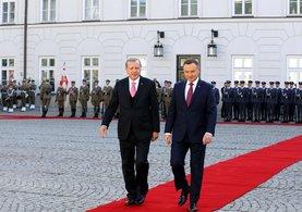 Cumhurbaşkanı Erdoğan'a Polonya'da bando sürprizi!