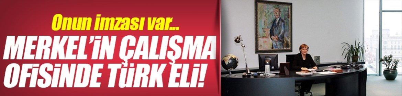 Merkel'in çalışma masasında Türk eli