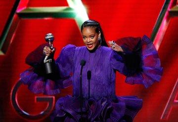 NAACP Ödülleri'nde kırmızı halı şıklığı!