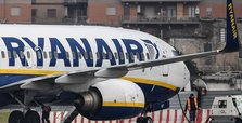 Ryanair to cut flights over Boeing delays