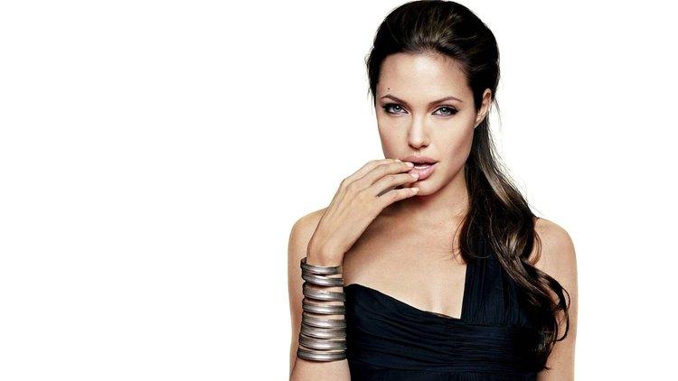 En şık ve zarif halleriyle Angelina Jolie