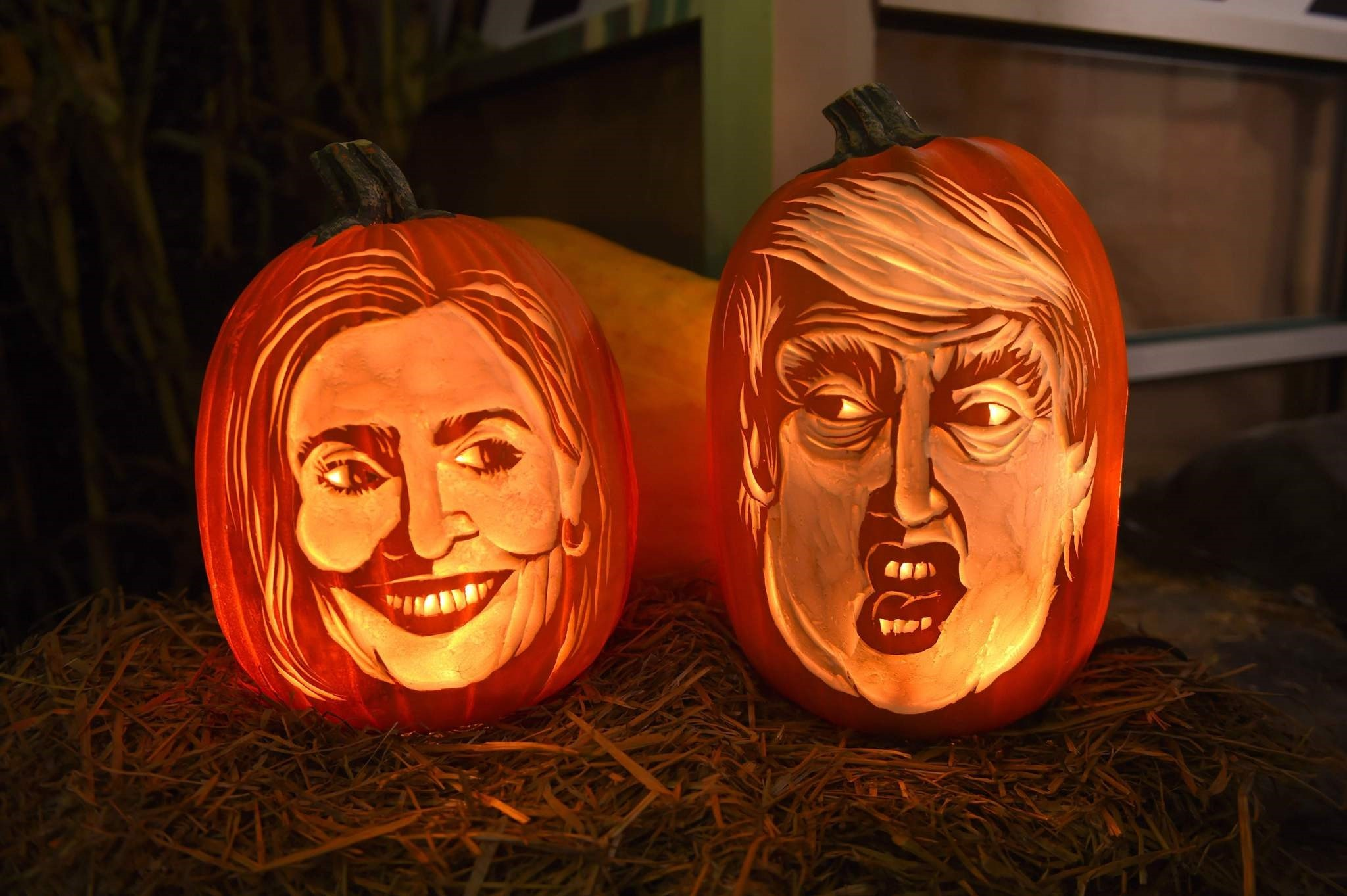 This file photo taken on October 28, 2016 shows styrofoam carvings on display of Democratic presidential nominee Hillary Clinton and her Republican counterpart Donald Trump at the Chelsea Market in New York. (AFP Photo)