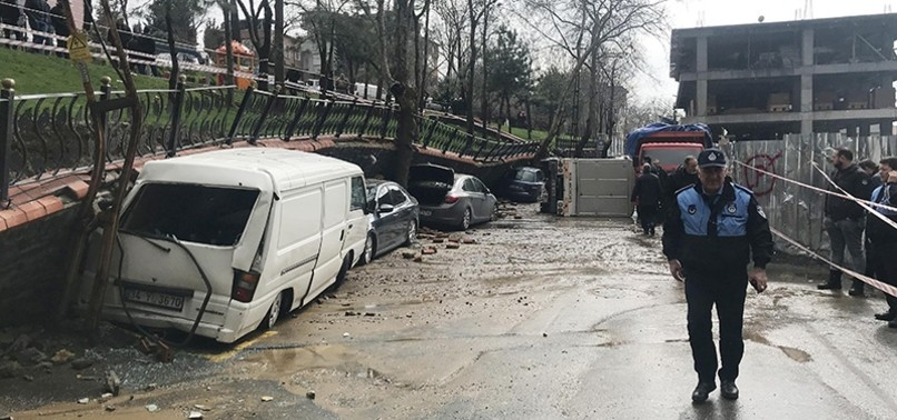 PARK WALL COLLAPSES ON 5 VEHICLES AMID HEAVY RAIN IN ISTANBUL