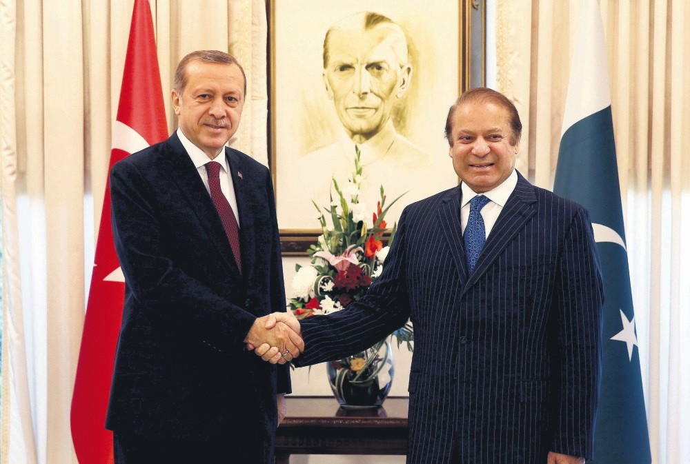 President Erdou011fan (L) meets with Pakistanu2019s PM Sharif in Islamabad Thursday.