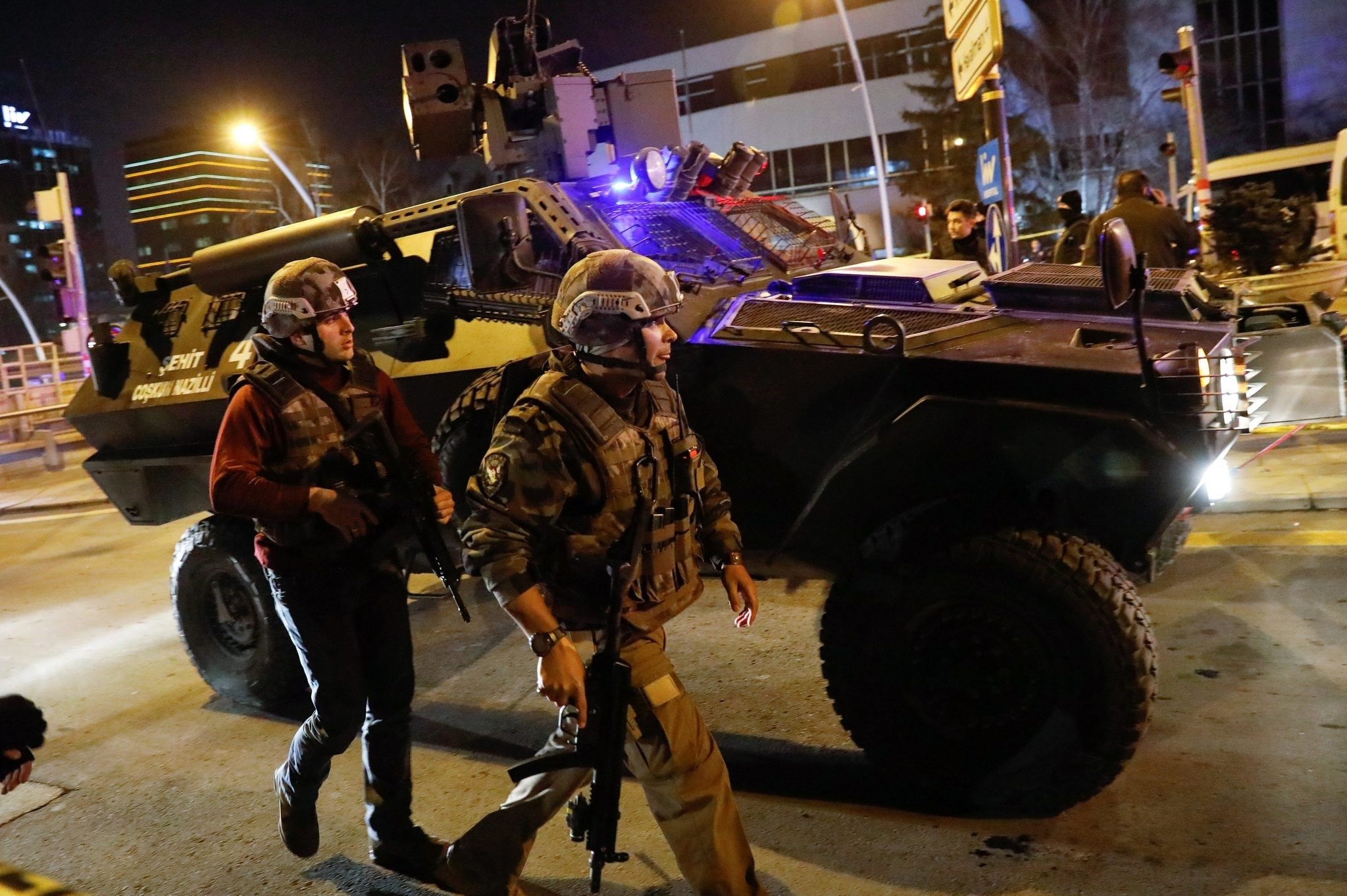 Police secure the area near an art gallery where the Russian Ambassador to Turkey Andrei Karlov was shot in Ankara, Turkey, December 19, 2016. (REUTERS Photo)