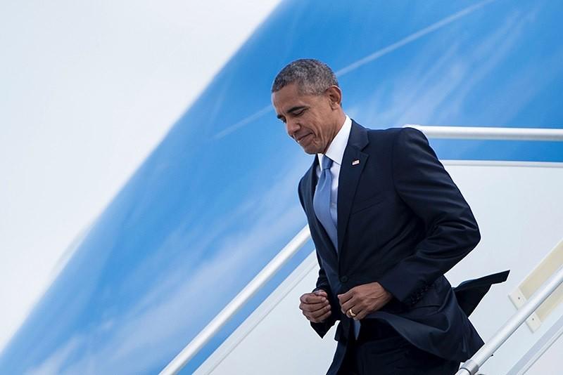 Barack Obama arrives at Eleftherios Venizelos International Airport, on Nov. 15, 2016 in Greece. (AFP Photo)