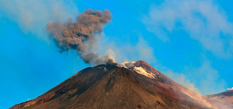 2 AIRPORTS CLOSED AFTER ITALYS ETNA VOLCANO ERUPTS