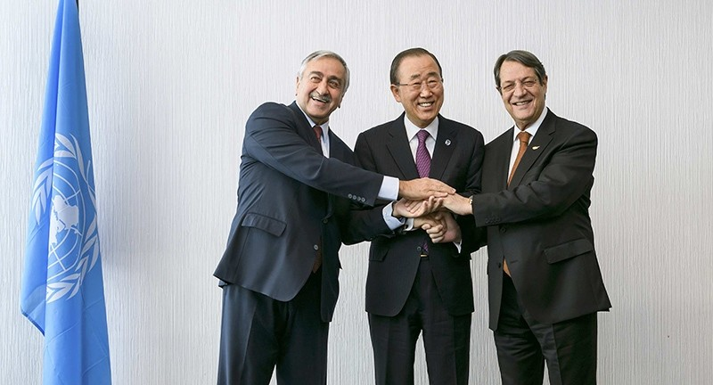 U.N. Secretary-General Ban Ki-moon (C) pose for photographers with the President of Turkish Republic of Northern Cyprus,  Mustafa Aku0131ncu0131 (L) and Greek Cypriot leader Nicos Anastasiades during the Cyprus reunification talks (Reuters Photo)