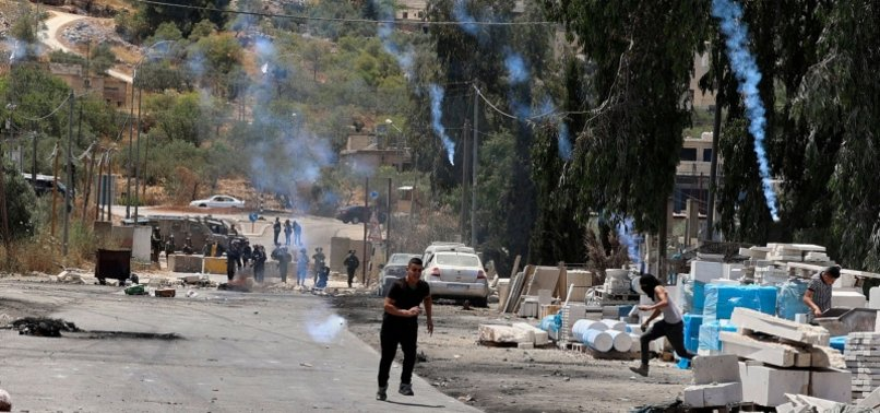 ISRAELI FORCES ATTACK PALESTINIANS WITH RUBBER BULLETS, TEAR GAS