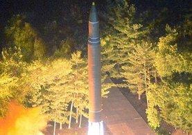 Kuzey Kore yine füze fırlattı! Japonya'nın üstünden geçti...