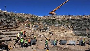Arkeologlardan Aizanoi'nin Tiyatro ve Stadyumuna 'Antik Çağ' Dokunuşu