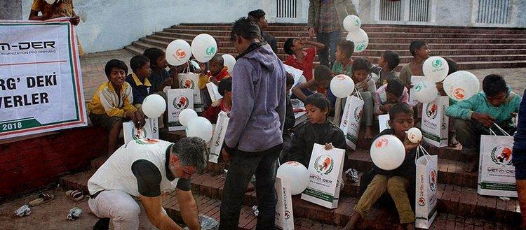 Bangladeşli kimsesiz çocuklara Türkiye'den yardım eli