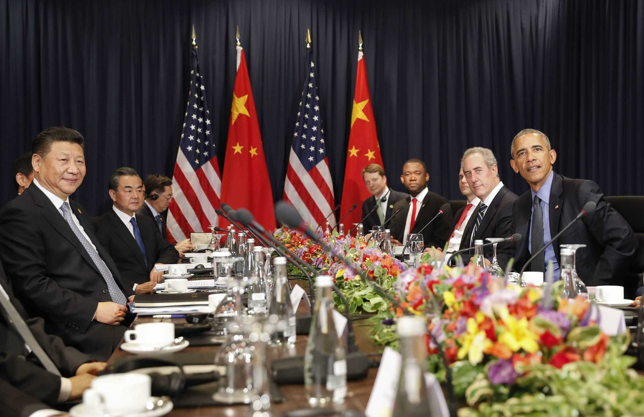 U.S. President Barack Obama (R) with Chinau2019s President Xi Jingping and members of their delegations, during their meeting as part of the Asia-Pacific Economic Cooperation (APEC) in Lima, Peru.