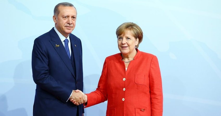 Erdoğan'dan Merkel'e kutlama