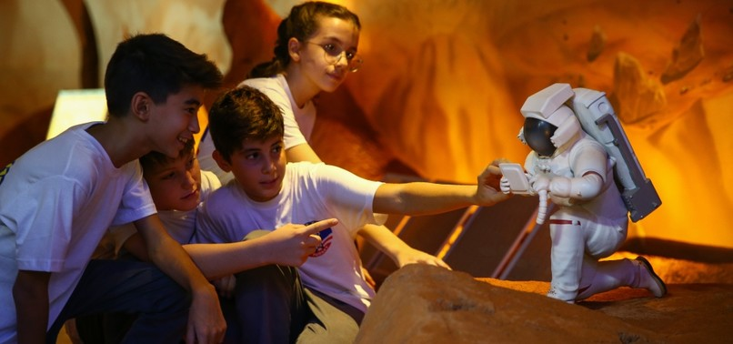 MISSION MARS: CHILDREN LEARN ABOUT HUMANITYS NEW HOME AT SPACE CAMP