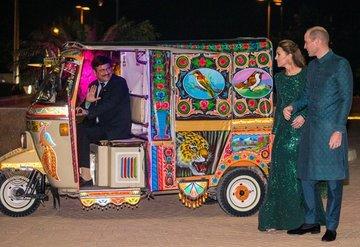 Prens William ve Kate Middleton'ın 'tuk tuk' keyfi