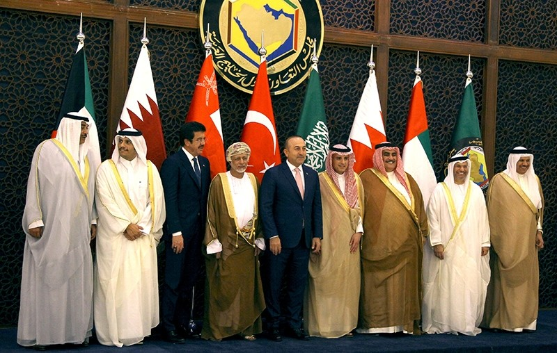 Foreign Minister Mevlu00fct u00c7avuu015fou011flu (5th L), Economy Minister Nihat Zeybekci (3rd L) and Foreign Ministers of Gulf Cooperation Council (GCC) pose before their meeting in Riyadh (Reuters Photo)