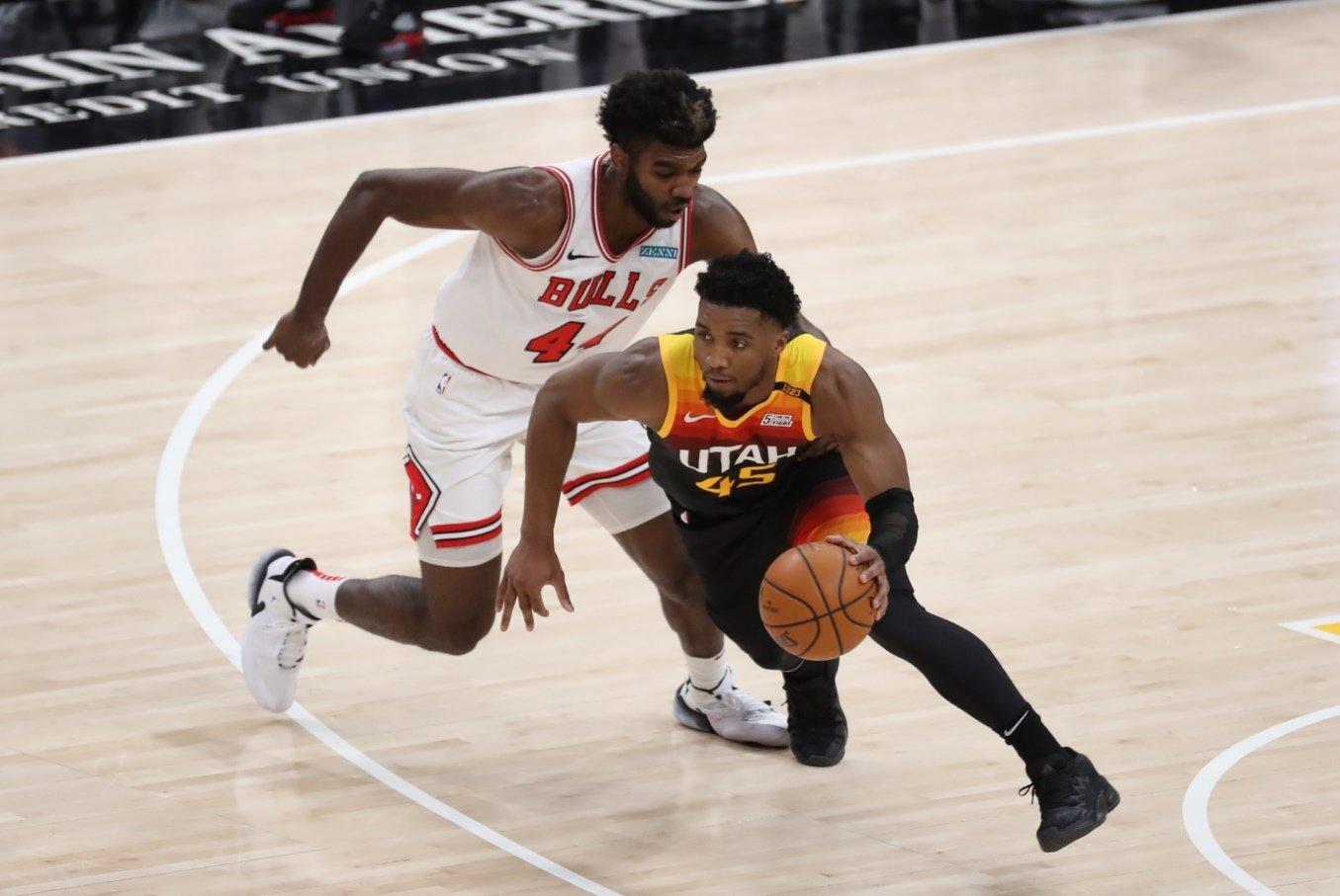 NBA LİDERİ JAZZ MAGİC MAÇINI FARKLI KAZANDI