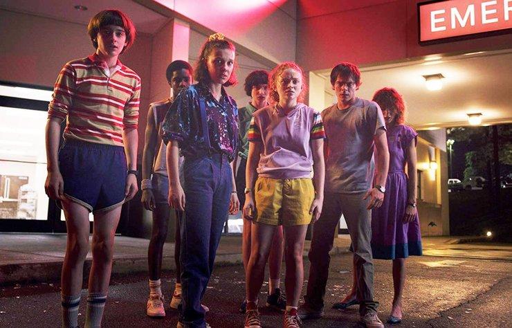 1980'lerin film müzikleri ve video oyunlarını harmanlayarak adeta retro-wave'i hayatımızın vazgeçilmezi yapan Stranger Things'in üçüncü sezonundan bir sahne paylaşıldı.