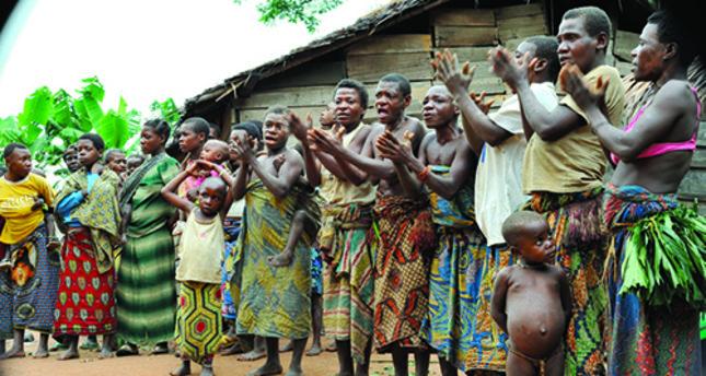 Afrika'da sıradışı kabileler akıl almaz gelenekler