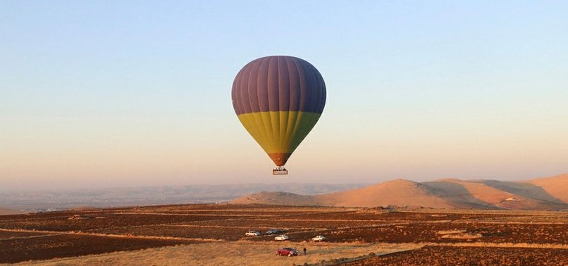 TURKEY: HOT AIR BALLOONS DOT GÖBEKLITEPES SKIES