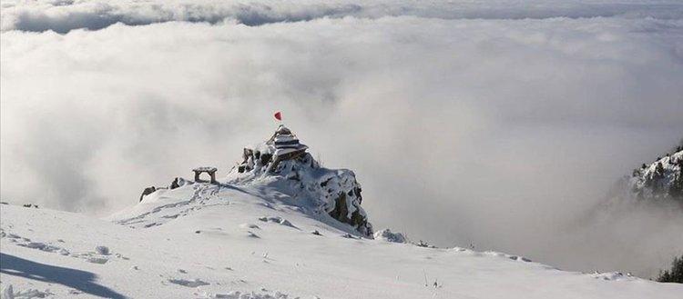 Kaçkar Dağları yaylalarında 'bulut denizi' ve kar görenleri büyülüyor