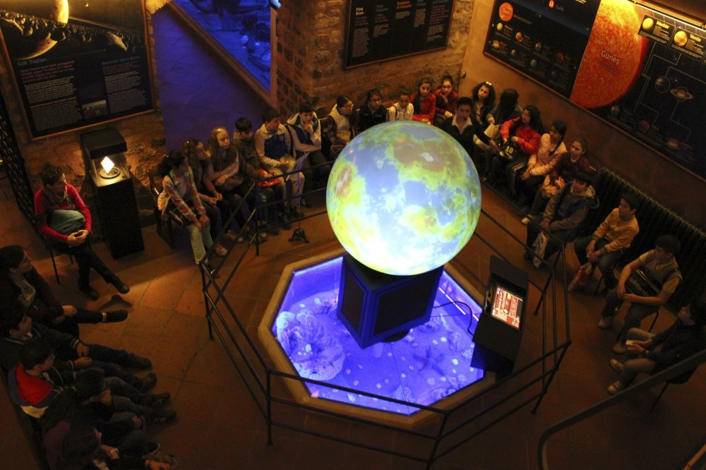 The Astronomy Workshop presents universeu2019s 13.8 billion years of history from Big Bang to the present with videos screened on huge boards and Magic Ball. Museum experts narrate creation of stars, galaxies, celestial artifacts and solar system.