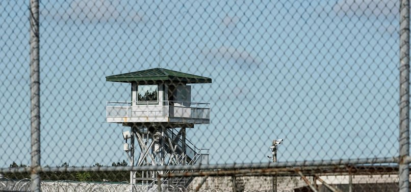 7 INMATES DEAD, 17 INJURED IN SOUTH CAROLINA PRISON FIGHTING