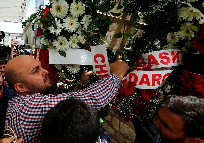 A mourner brings down a wreath from CHP's Ku0131lu0131u00e7darou011flu during a funeral ceremony for the police officers who were killed in Tuesday's car bomb attack on a police bus, in Istanbul, Turkey, June 8, 2016. (Reuters Photo)