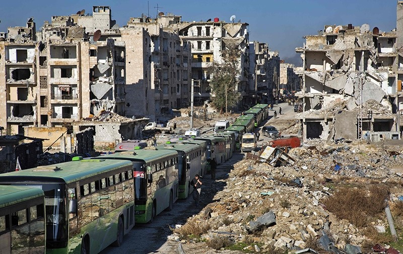 Buses are seen during an evacuation operation of opposition fighters and their families from eastern Aleppo on December 15, 2016 (AFP Photo)