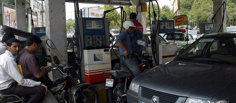 İran'da benzine yüzde 50 zam